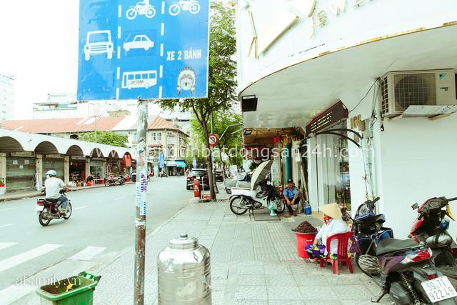 Hàng ốc xào kỳ lạ nhất Sài Gòn chỉ bán 1 món suốt 2 đời, giá tận 120k/lon ốc toàn nhà giàu hay giới sành ăn mới dám mua ship thẳng luôn sang Mỹ - Ảnh 8.