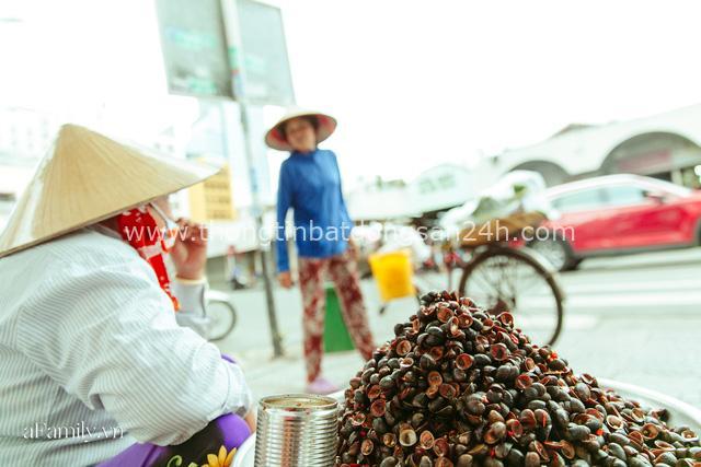 Hàng ốc xào kỳ lạ nhất Sài Gòn chỉ bán 1 món suốt 2 đời, giá tận 120k/lon ốc toàn nhà giàu hay giới sành ăn mới dám mua ship thẳng luôn sang Mỹ - Ảnh 12.