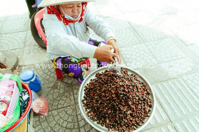 Hàng ốc xào kỳ lạ nhất Sài Gòn chỉ bán 1 món suốt 2 đời, giá tận 120k/lon ốc toàn nhà giàu hay giới sành ăn mới dám mua ship thẳng luôn sang Mỹ - Ảnh 18.
