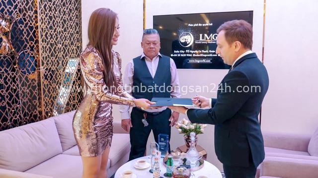 """Hoa hậu Ngân Ngô """"mạnh tay"""" đầu tư nệm hàng hiệu tặng ba - Ảnh 3."""