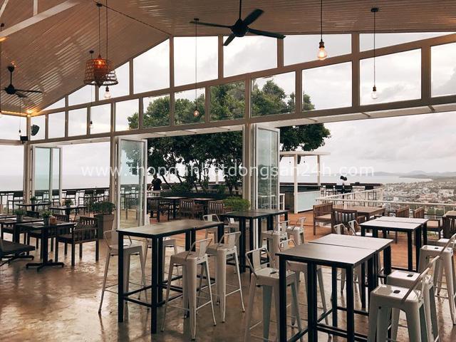Khám phá quán cà phê ở Phú Quốc được đề xuất must try trên nhiều web du lịch nổi tiếng: Kiến trúc độc đáo, tầm nhìn toàn cảnh 'đảo ngọc', dịch vụ chuẩn quốc tế - Ảnh 3.