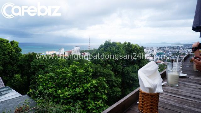 Khám phá quán cà phê ở Phú Quốc được đề xuất must try trên nhiều web du lịch nổi tiếng: Kiến trúc độc đáo, tầm nhìn toàn cảnh 'đảo ngọc', dịch vụ chuẩn quốc tế - Ảnh 7.