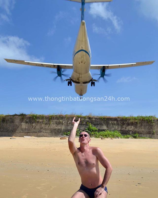 """Một sân bay ở Việt Nam khiến ai cũng """"khiếp vía"""" khi lần đầu nhìn thấy: Phi cơ hạ cánh ngay cạnh nơi du khách... tắm biển? - Ảnh 15."""