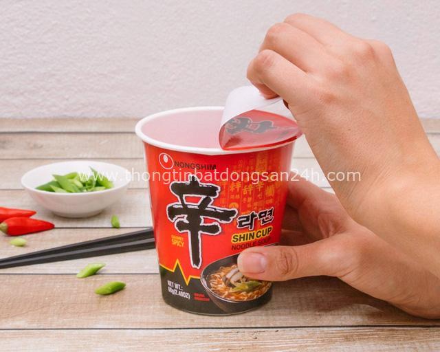 Nhã Phương chính thức là Đại Sứ Thương Hiệu nước ngoài đầu tiên của nhãn hàng Nongshim - Ảnh 1.