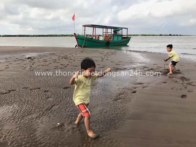 """Ông bố Hà Nội bỏ việc vì nghiện con: Cùng con """"đi đu đưa"""" từ 6 tháng tuổi, 3 tuổi đã """"thả"""" con đi khám phá đảo hoang, cứu hộ rùa - Ảnh 13."""