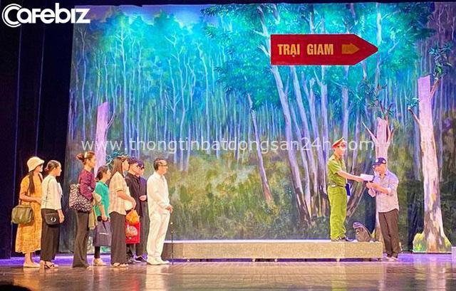 Sân khấu Lệ Ngọc xuôi về phương Nam: Sân khấu rực rỡ nhất khi chảy đúng nhịp điệu, tiết tấu của cuộc sống! - Ảnh 1.