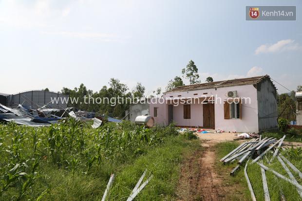"""Tang thương bao trùm nhà các nạn nhân vụ lốc xoáy tại Vĩnh Phúc: """"Tôi đang chuẩn bị nấu cơm thì con trai đi học về nói công ty của mẹ sập rồi"""" - Ảnh 1."""