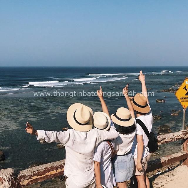 Từ chuyện bị cả đoàn bỏ quên ở WC Singapore đến sự cố biển động không may ở Lý Sơn, travel blogger Thắng Cuội: Tôi không đi du lịch khổ cực như mọi người nghĩ mà là đi tiết kiệm, biết lên kế hoạch - Ảnh 3.